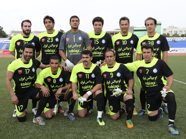 The friendly football match was held with the support of Cobiax Company between the  pioneers team of Esteghlal and Perspolis and the selected team of Qom